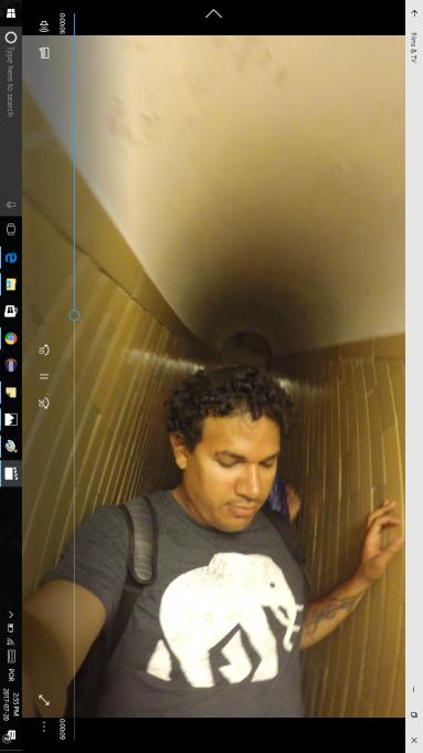 Tirei um print do vídeo para vocês terem uma idéia de como as escadas são estreitas